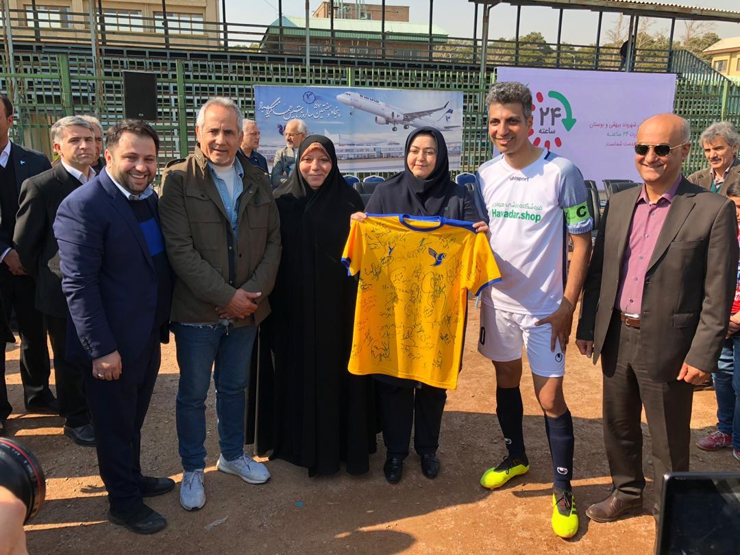 عادل فردوسی پور - پیراهن امضا شده باشگاه هما