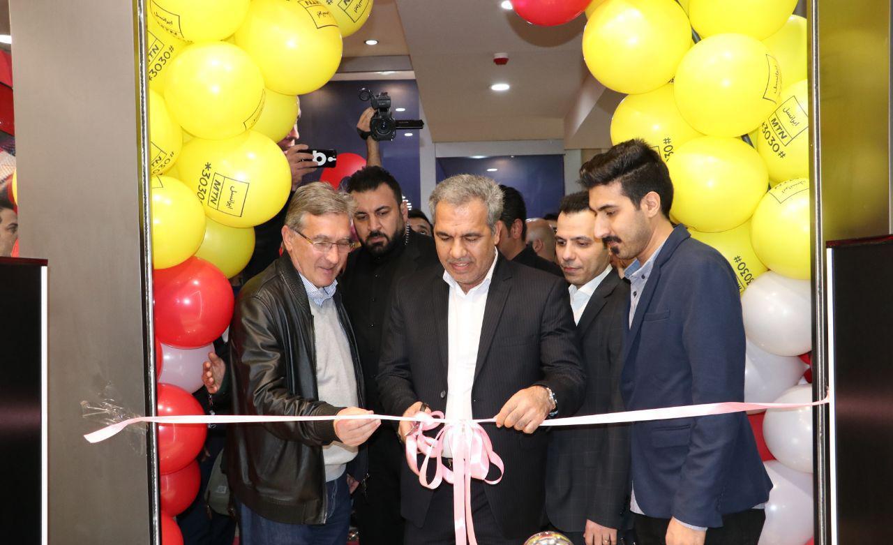 افتتاح شعبه پرسپولیس هوادار به دست ایرج عرب