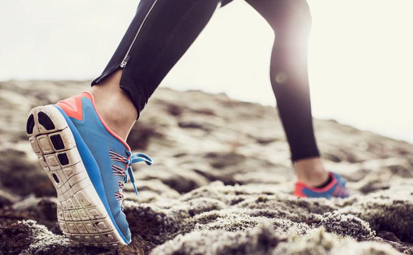 تصویر استفاده از کفش دویدن